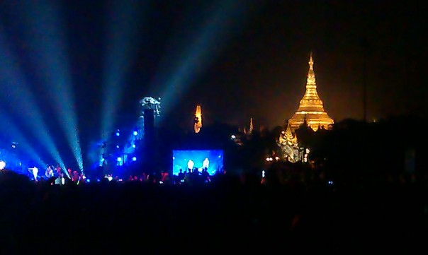 Jason Mraz Live in Myanmar. December 2012. Photo: Life in the Tropics
