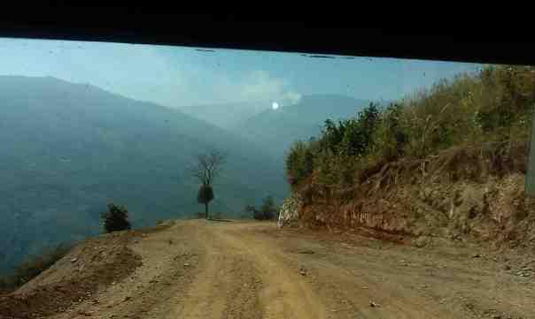 """""""Droga Śmierci"""" w stanie Chin. Fot. Życie w tropikach"""
